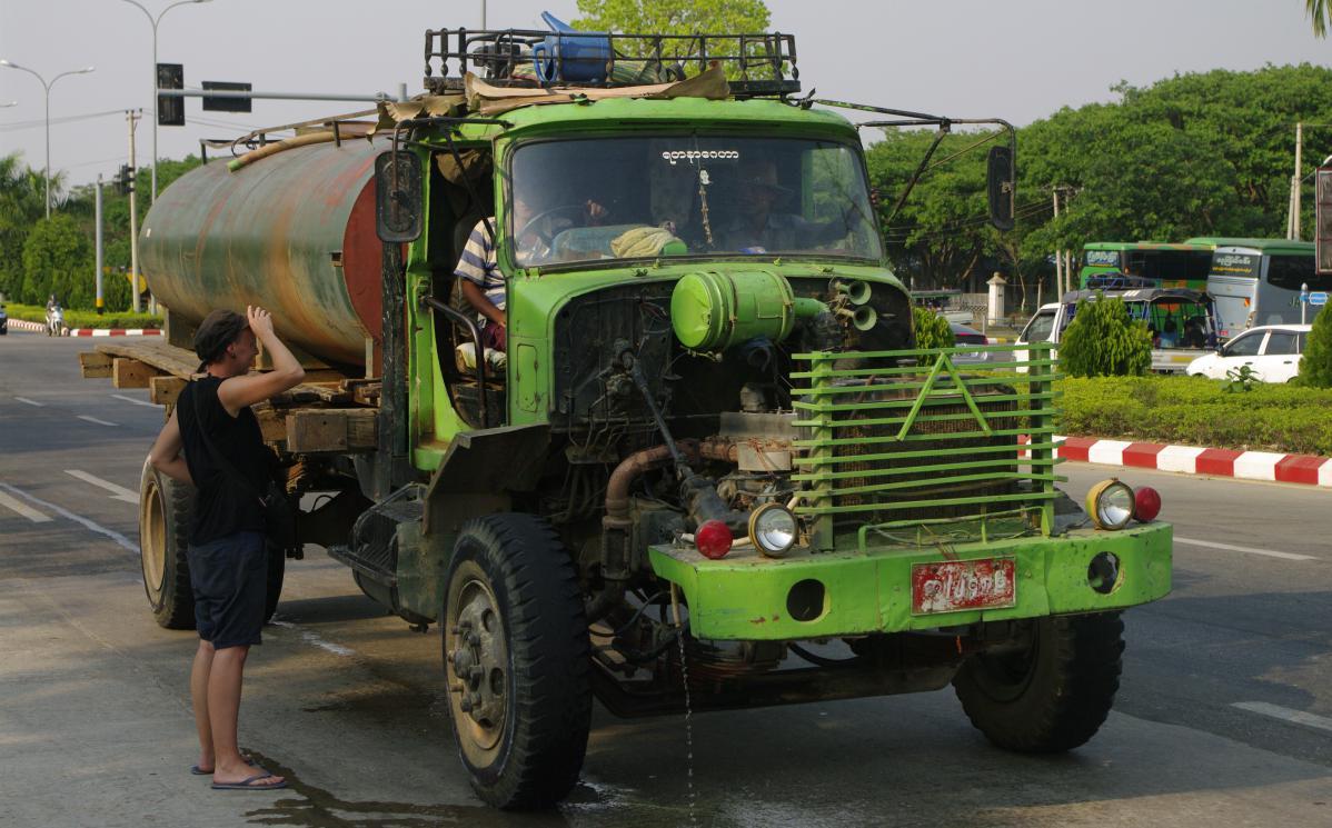 Faire de l'auto-stop en Birmanie