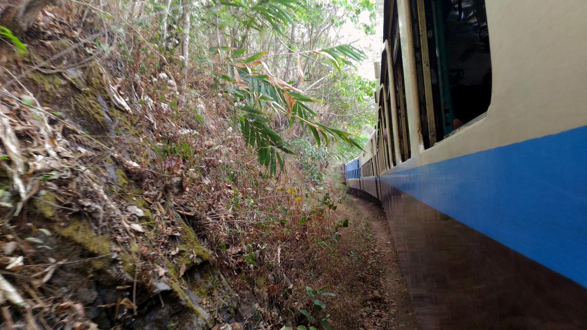 Prendre le train au Myanmar
