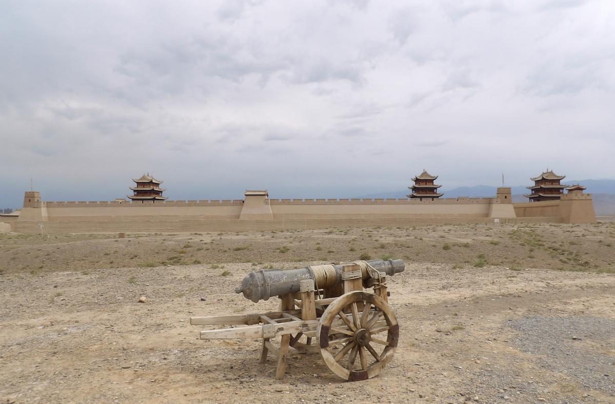 fort de jiayuguan dans le désert de gobi
