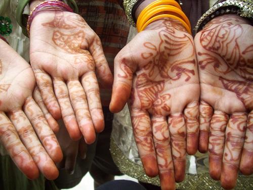 Henné, Varansai, Inde