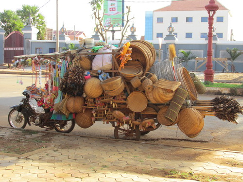 moto surchargée cambodge