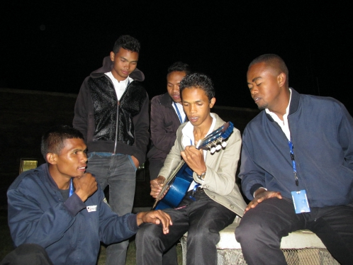 Agents de l'aéroport, Tana