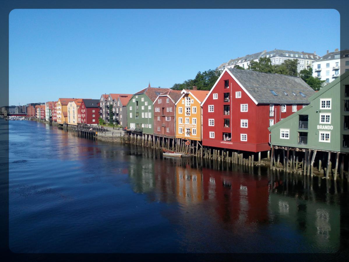 Trondheim, Norvège, maisons colorées sur pilotis