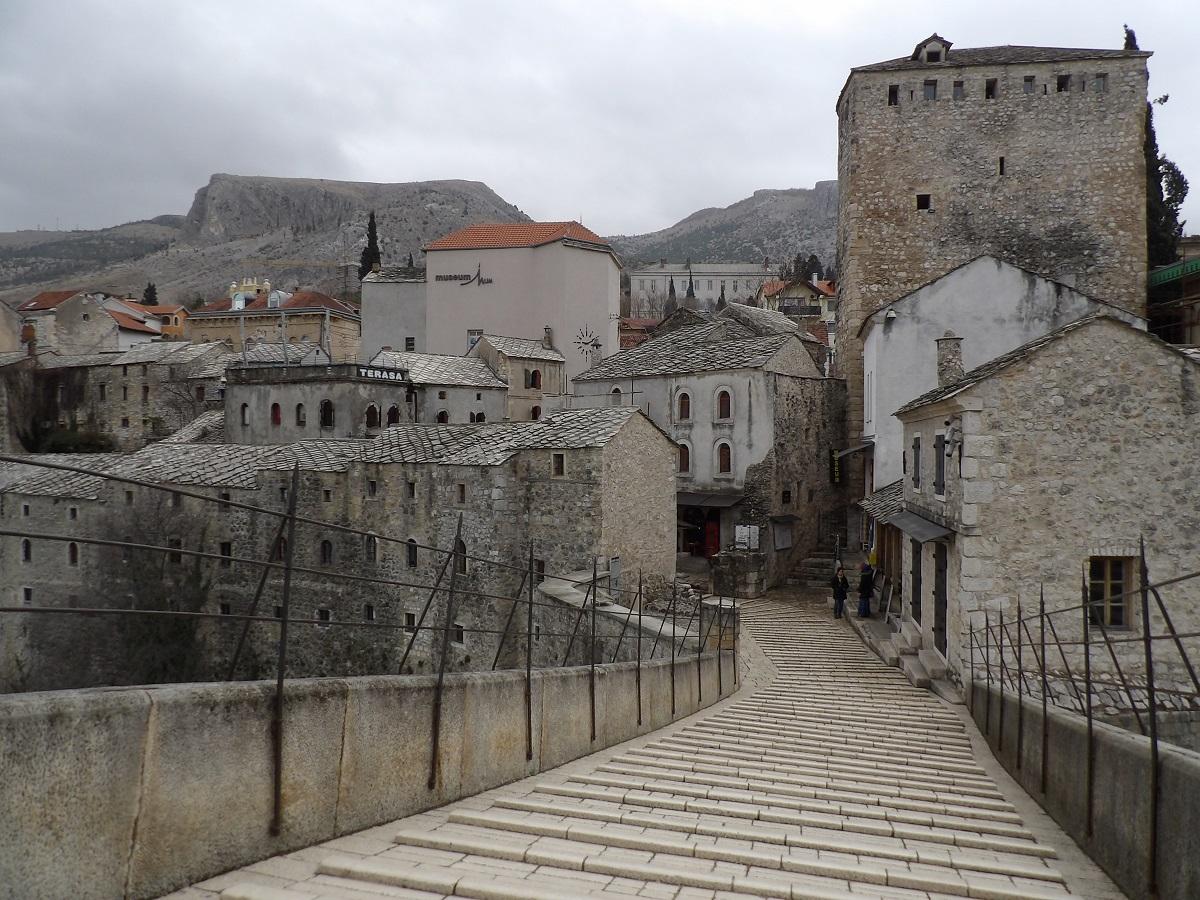 Le Stari Most, ou pont de Mostar, qui permet de traverser la Neretva