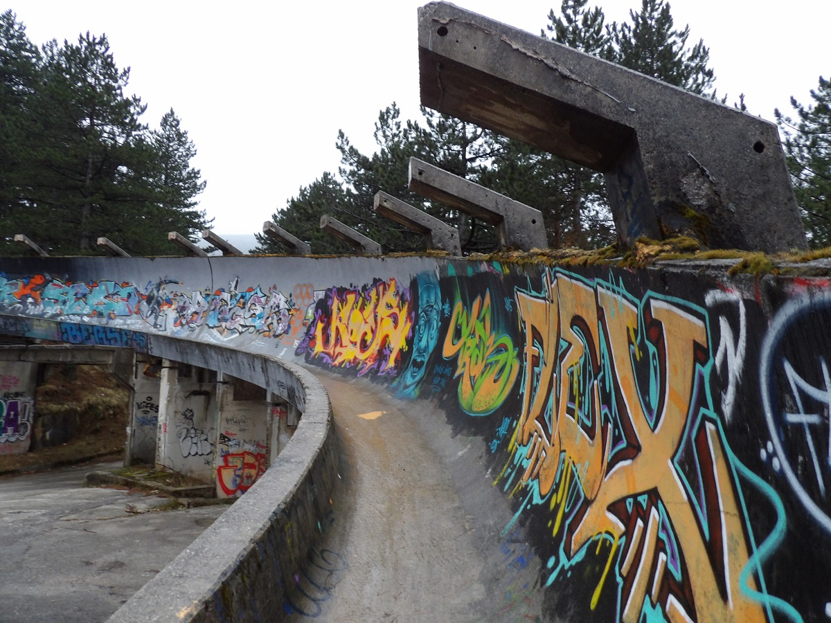 La piste de bobsleigh, qui s'étend ainsi sur des kilomètres