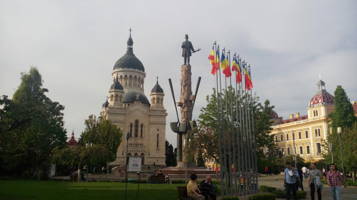 visite du centre-ville de cluj en roumanie