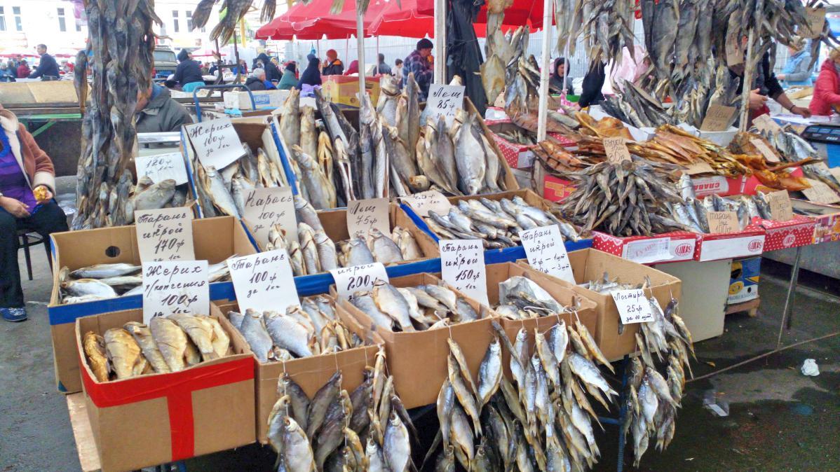 Des poissons séchés, au cœur du marché
