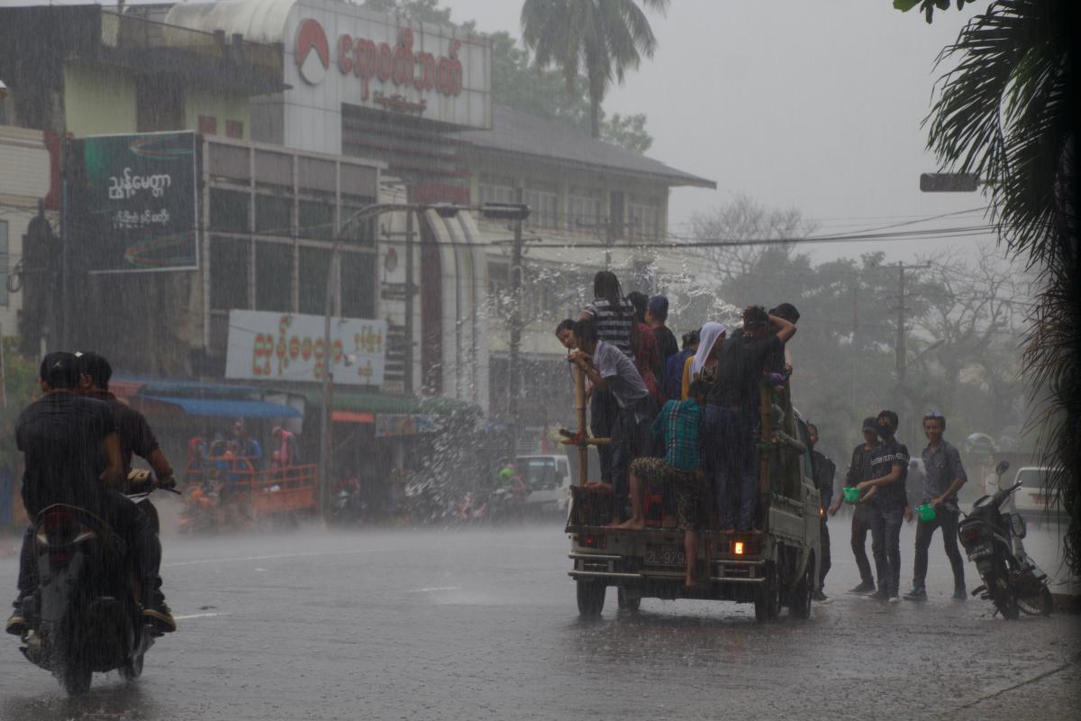 festival de l'eau en birmanie