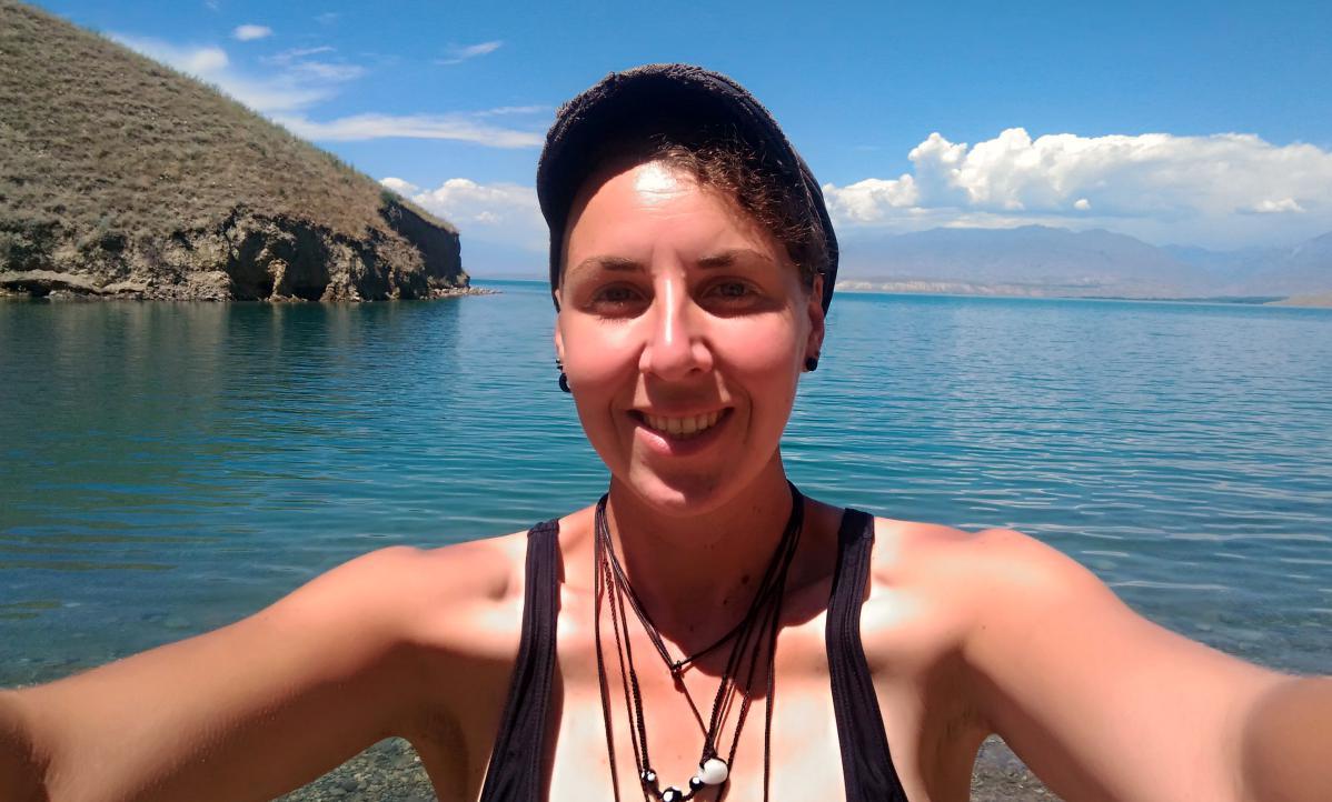 lac toktogul et auto-stop au kirghizistan