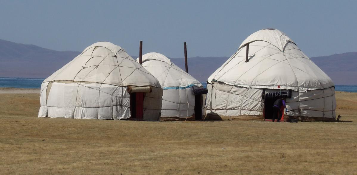 yourtes kirghizes autour du lac Song Kul