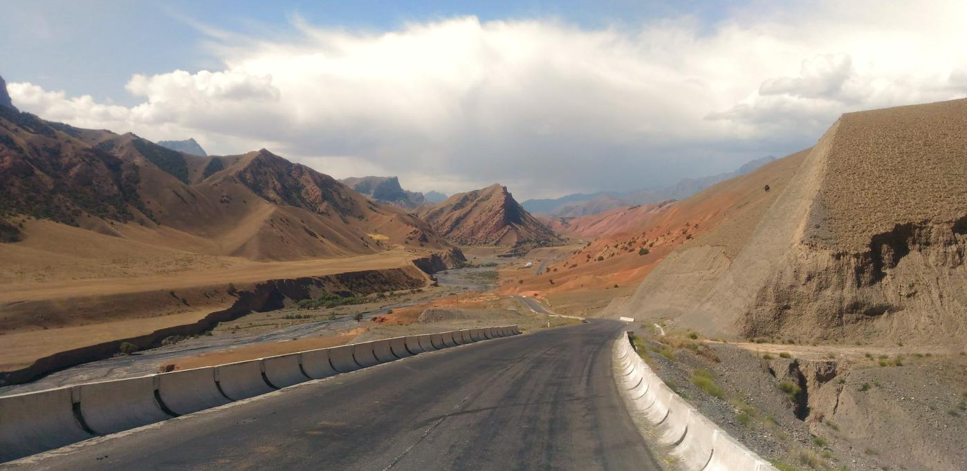 la pamir highway au kirghizistan