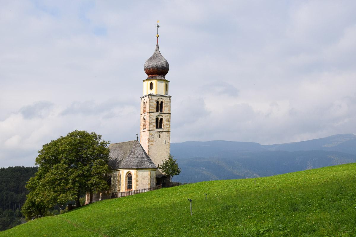 église san valentino dolomites