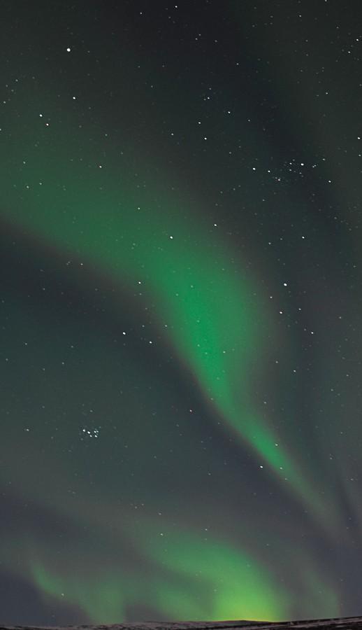 Voir des aurores boréales en Islande : un rêve de réalisé, je vous explique comment dans mon carnet de voyage de ma traversée du pays en stop, sous tente et en plein hiver... | Histoires de tongs, le blog voyage passionnément alternatif