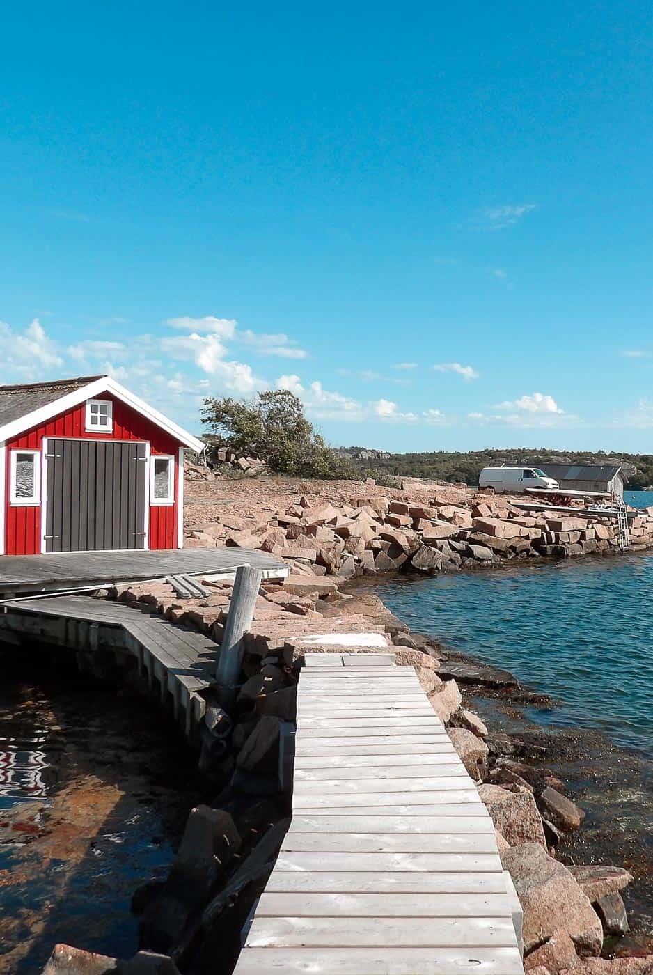 Conduire en Suède, l'essentiel du code de la route suédois : limitations de vitesse, âge du permis, parkings, péages, équipement obligatoire, conditions hivernales, et de façon générale tout ce qu'il faut savoir pour rouler avec sa voiture en Suède... | Histoires de tongs, le blog voyage passionnément alternatif