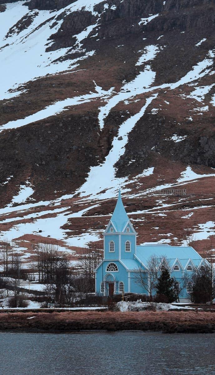 Jolie église de Seydisfjordur, en Islande