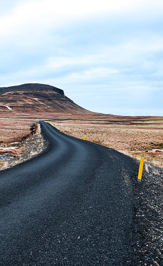 Les alentours de Kirkjufell, durant ma traversée de l'Islande en auto-stop et en camping sauvage en plein hiver | Histoires de tongs, le blog voyage passionnément alternatif